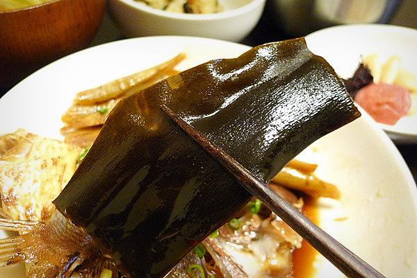 鯛あら煮付けの食べ方(3)