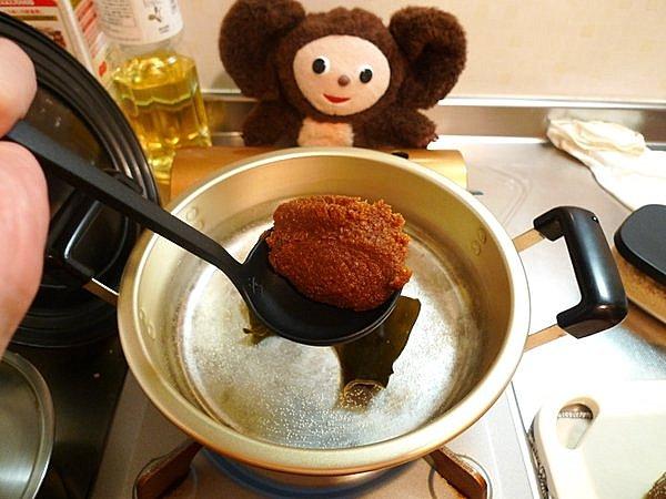 ニラと豚肉の味噌鍋の作り方(1)
