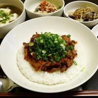 豚肉味噌炒め丼