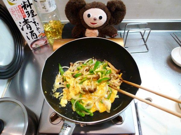 ピーマンとシメジの卵炒め作り方(2)