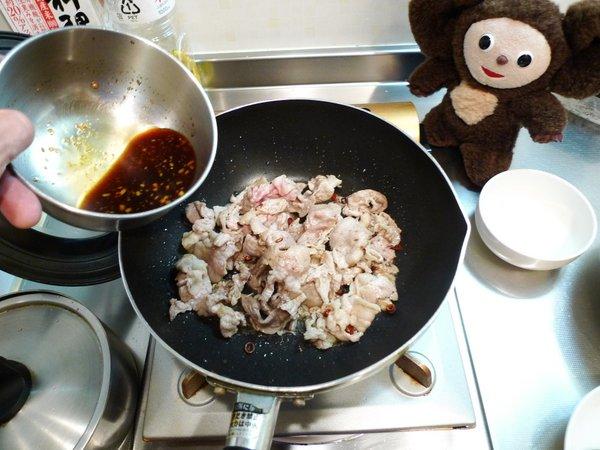 豚ニラ炒め丼の作り方(3)