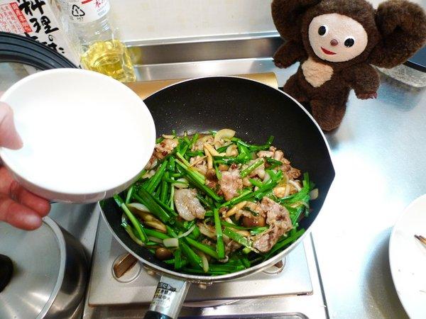 豚ニラ炒め丼の作り方(6)