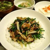 豚ニラ炒め丼