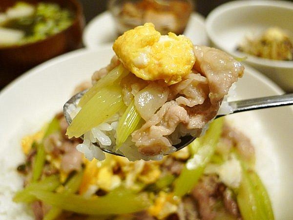豚肉と卵、セロリの炒め物