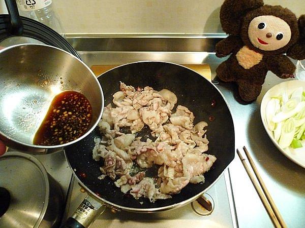 豚玉ネギ炒め丼の作り方(3)