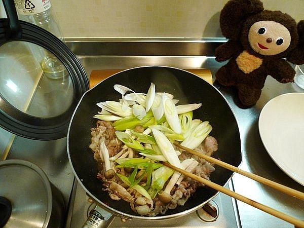 豚玉ネギ炒め丼の作り方(4)