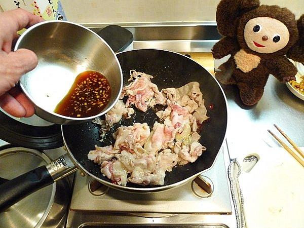 豚カブ炒め丼の作り方(2)