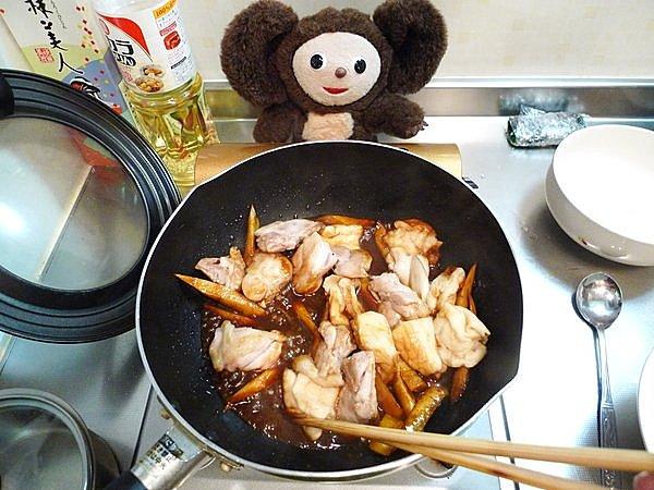 鶏とゴボウのみそ煮込み作り方(5)
