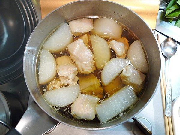 鶏肉入りの大根煮