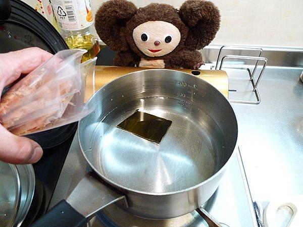鶏とゴボウの煮込み作り方1