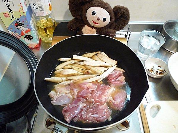 鶏とゴボウの煮込み作り方3