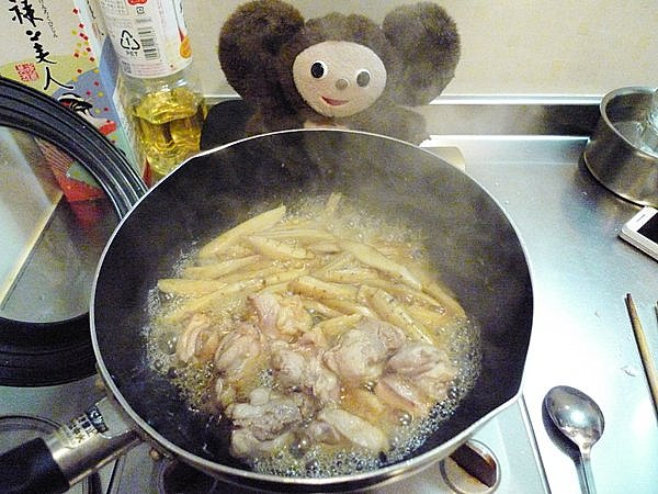 鶏とゴボウの煮込み作り方4