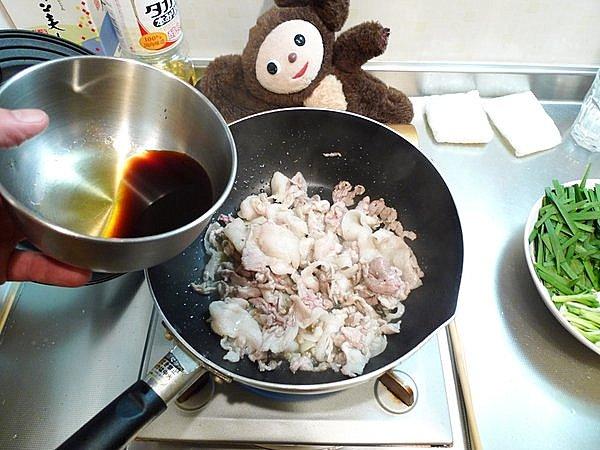 豚玉ニラ炒めの作り方2