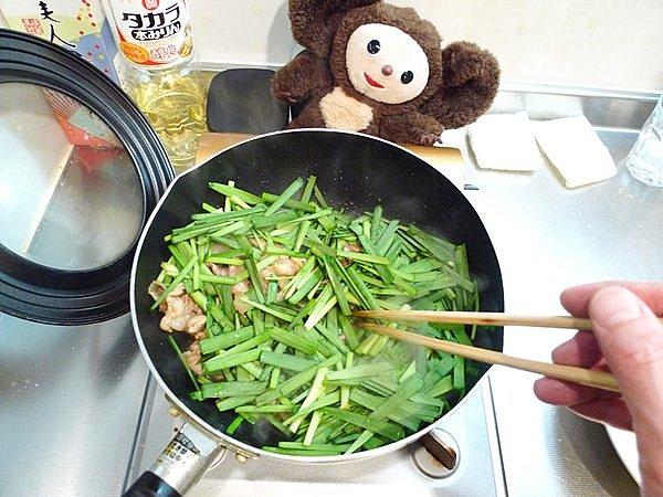 豚玉ニラ炒めの作り方3
