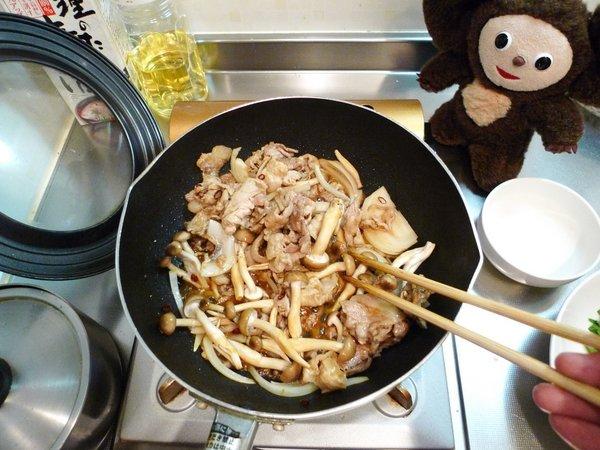豚ニラ炒め丼の作り方(4)