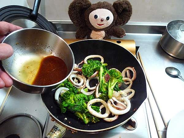 イカと菜の花のオイスターソース炒め 作り方