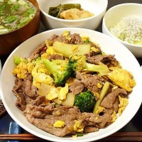 牛肉とブロッコリーのオイスターソース炒め