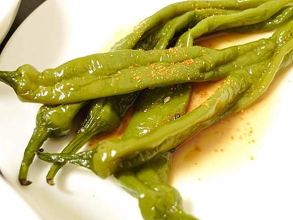 カレイの煮汁で炊いた甘長唐辛子