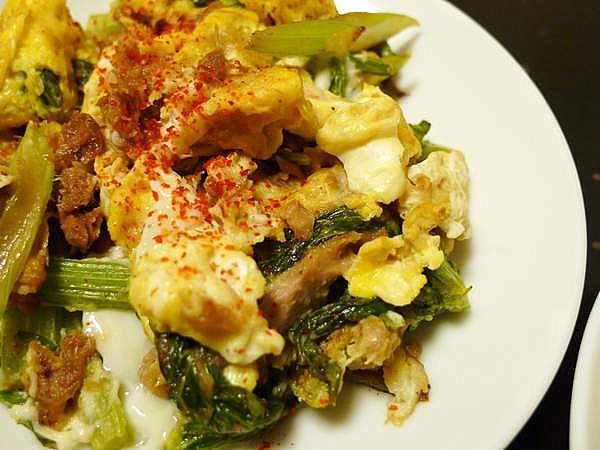 セロリの葉と卵の炒め