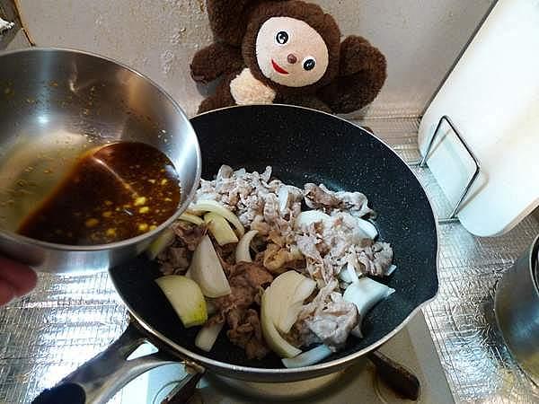 塩もみキャベツの豚ショウガ焼きのせ 作り方