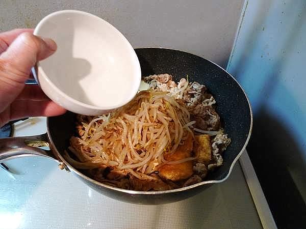 豚肉ともやし、厚揚げの炒め物 作り方