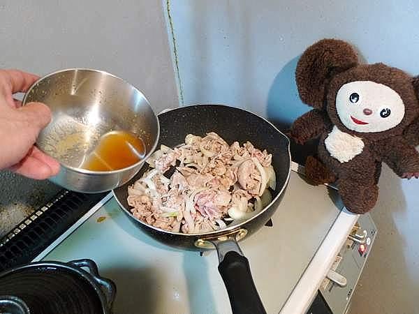豚肉とレタスのトマト炒め丼 作り方