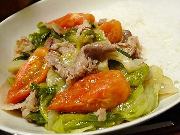 豚肉とレタスのトマト炒め丼