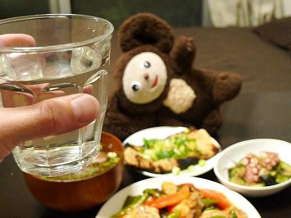 酒は、一杯目は冷や酒、あとは焼酎水割り