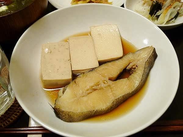 カラスガレイと豆腐の煮付け