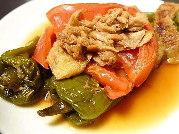 ツナとトマトで煮た万願寺