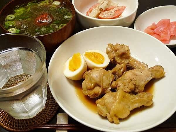 鶏手羽と卵の煮物