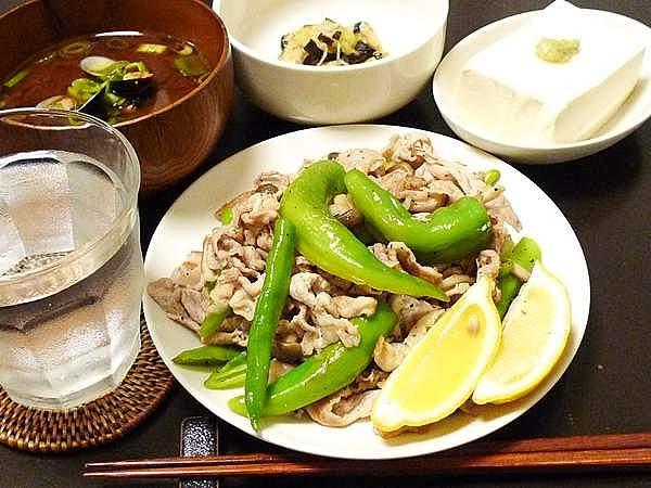 豚肉と万願寺の塩レモン炒め