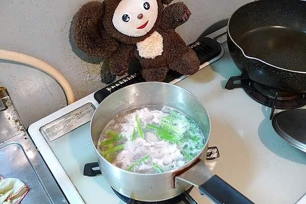 豚肉とにんにくの芽の酸辣湯