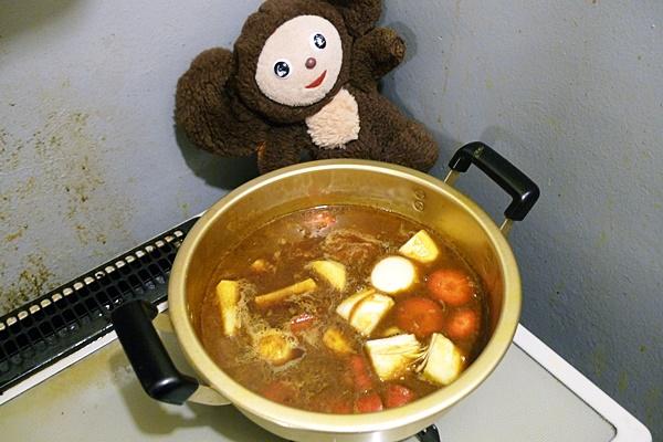 キムチをそえた煮物カレー