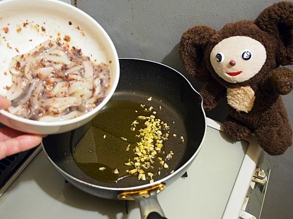 イカと春キャベツの梅炒め