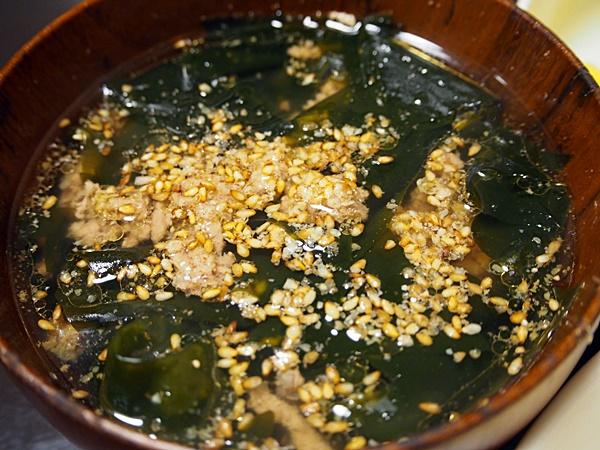 豚肉のわかめスープ