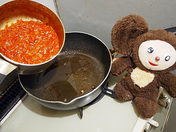ピーマン肉詰め和風トマトソース