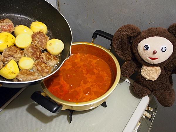 トマト缶とカレー粉の和風ミートボールカレー