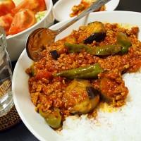 ナスとひき肉のトマト缶カレー