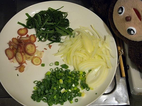 キムチで食べるカツオのたたき 薬味