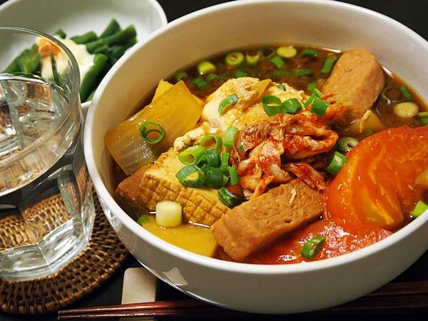 ブテチゲ的スパムとじゃがいものキムチ味噌汁