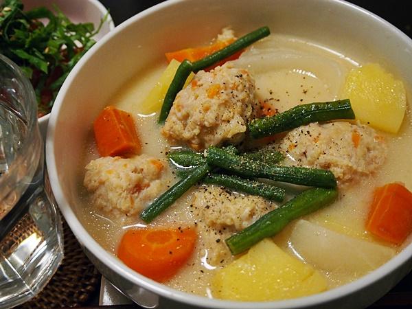 鶏肉団子の白味噌汁