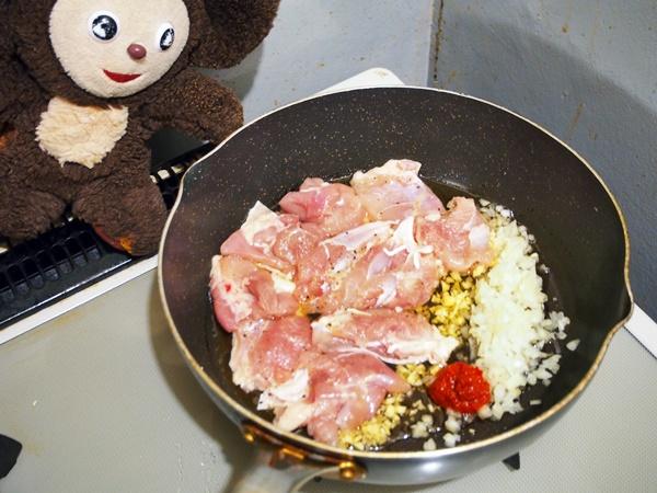 鶏肉とナスのトマト煮丼 作り方