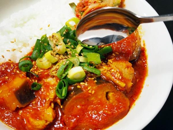 鶏肉とナスのトマト煮丼