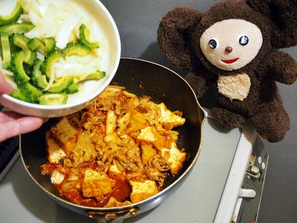 ゴーヤの豚キムチ丼 作り方