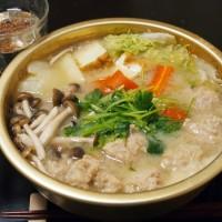 鶏肉団子の白みそ鍋