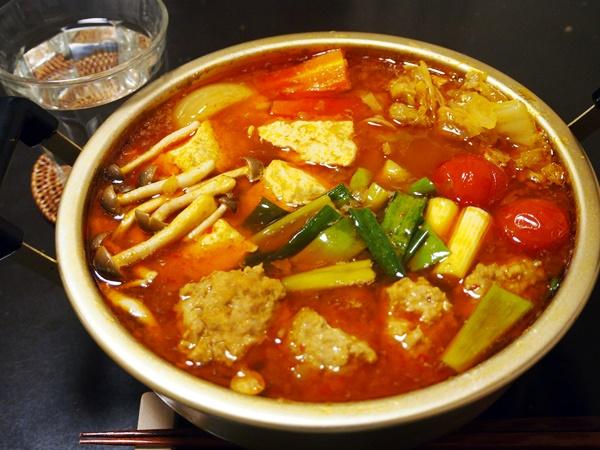 豚肉団子のカレー鍋