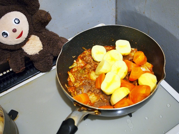 キムチの肉じゃが 作り方
