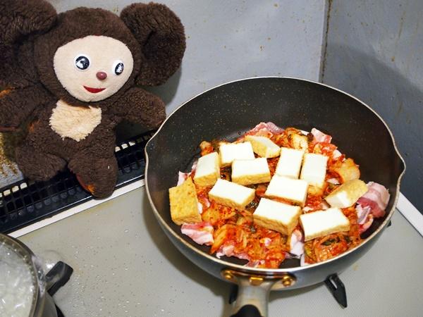 ニラ入りの豚キムチ丼 作り方