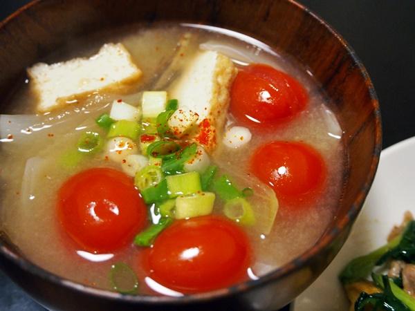 トマトと厚揚げのみそ汁